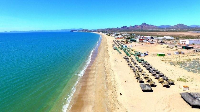 Área de las palapas en Bahía de Kino donde está restringido al acceso a las playas por la alerta debido al coronavirus.(Julián Ortega)