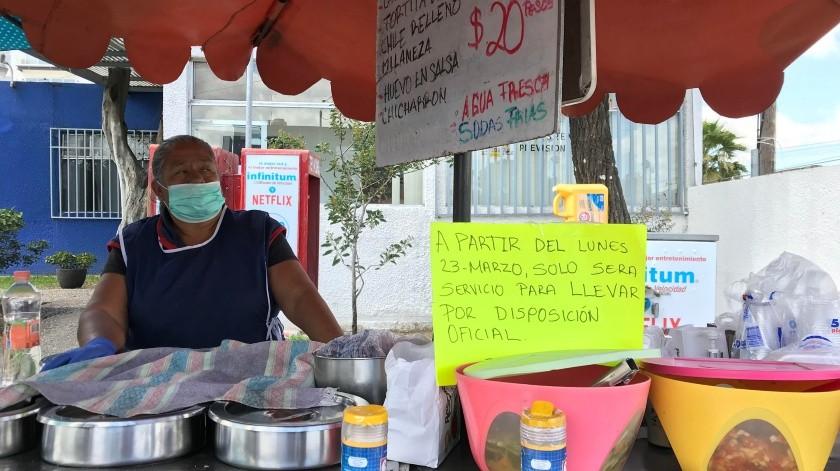 Vendedores de comida buscan alternativas ante contingencia.(Gustavo Suárez)