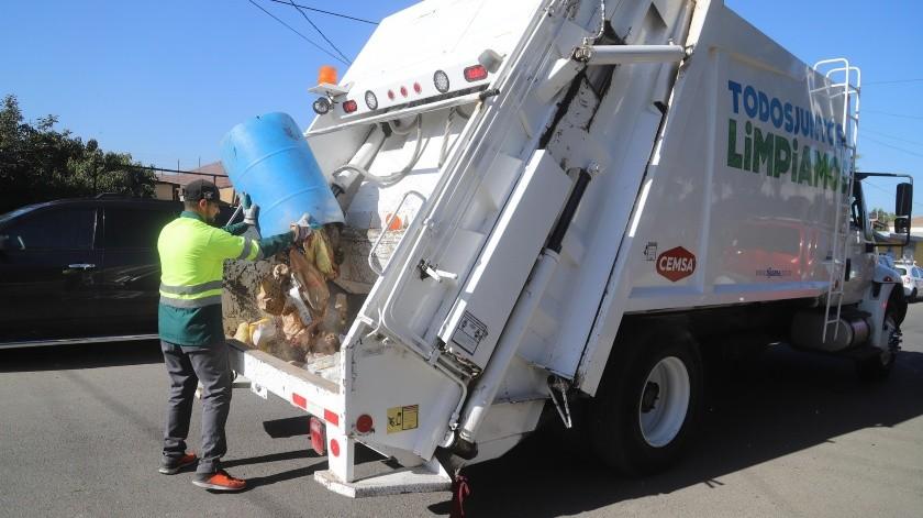 En Tijuana existen alrededor de 800 empleados que se dedican a la recolección de la basura de lunes a sábado.(Archivo)