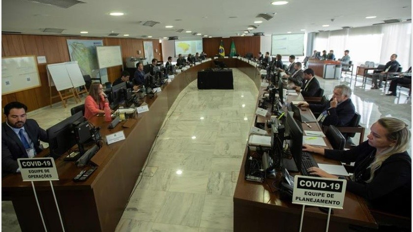 Desde la llegada del coronavirus a Brasil, Bolsonaro ha intentado minimizar la pandemia y este martes generó una polémica nacional al afirmar,(EFE)