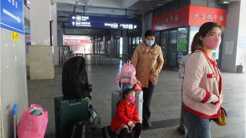 Las nuevas normas de cuarentena en ciudades como Pekín, por ejemplo, ha hecho que desde hace varios días la cifra de pacientes en observación vaya en aumento.(EFE)