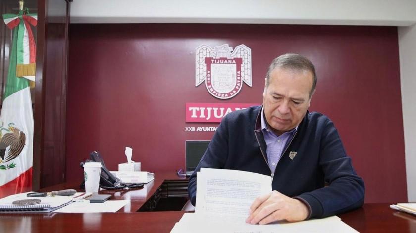 El alcalde Arturo González Cruz firmó la declaratoria.(Glenn Sanchez)