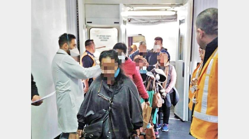 La Cancillería mexicana usó tres vuelos charter para rescatar a los connacionales de Perú, que suma 318 casos del virus.(Agencia Reforma)