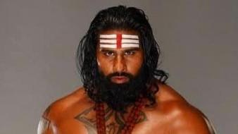 Rinku Singh, ex pelotero indio de MLB, ahora debutó en la lucha libre