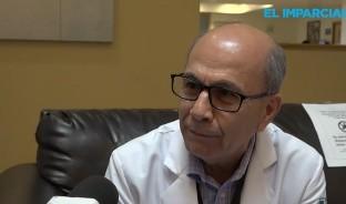 El médico Francisco Navarro Gálvez, advierte que si usted debe salir a la calle, la recomendación más importante es que mantenga sana distancia y lleve gel alcohol.