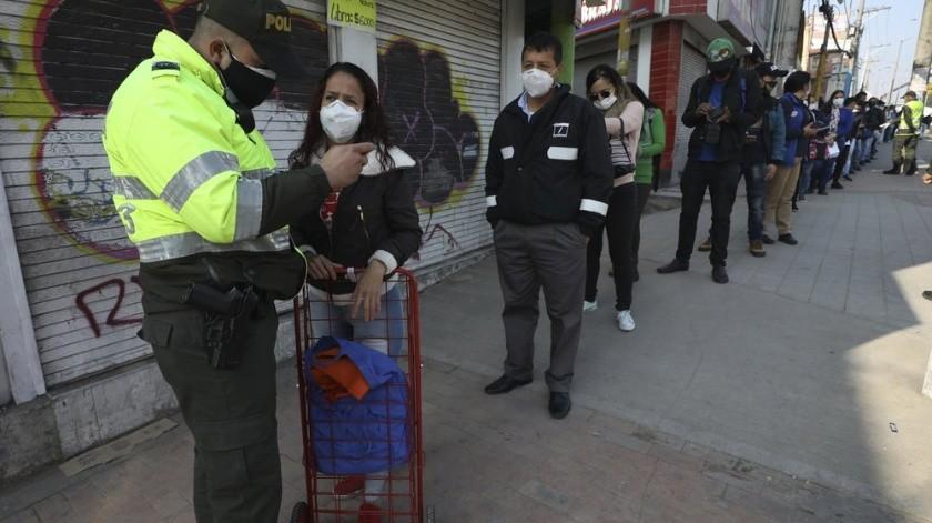 El Ministerio de Salud colombiano informó la tarde del sábado que el número de contagiados llegó a 608, seis fallecidos, y que Bogotá sigue con los mayores contagios, con 264.(AP)