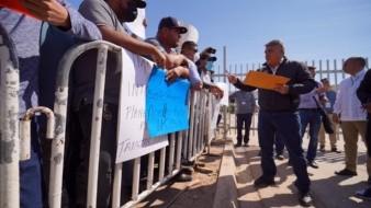 Llegan grupos a manifestarse