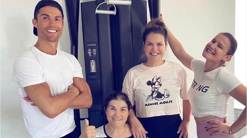 Cristiano comparte su alegría de tener a su mamá a su lado(Instagram @cristiano)