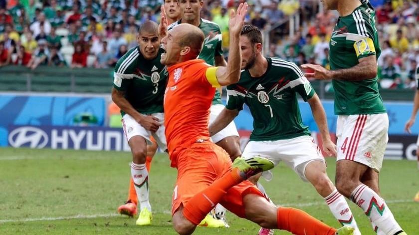 'Rafa' Márquez asegura que con VAR no se habría marcado falta a Robben.(Twitter)