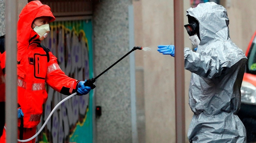 Bomberos de Barcelona desinfectan varias residencias de ancianos.(EFE, EFE)