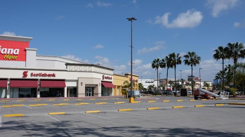 Algunas zonas del estacionamiento lucen vacías.(Pablo Hurtado)