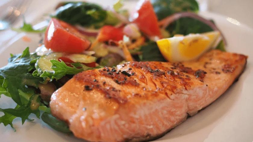Expertos recomiendan llevar una sana alimentación y hacer ejercicio.(Ilustrativa)