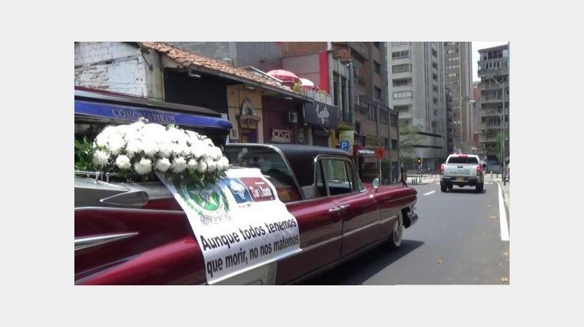 Recorre calles de Medellin una carroza fúnebre para crean conciencia(Tomada de la red)