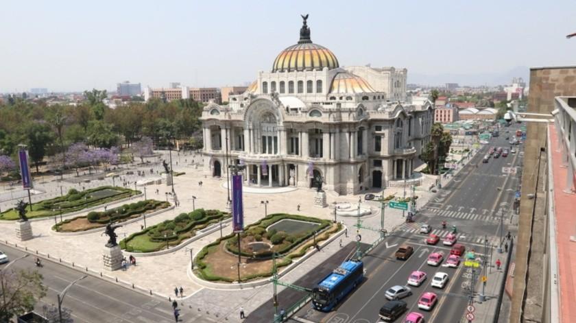 """""""La baja reducción en la movilidad tanto en automóvil como en transporte público, comparativamente a otras ciudades de América Latina, tiene mucho que ver con el nivel de controles públicos"""", dijo Xavier Treviño, director de Céntrico.(Agencia Reforma)"""