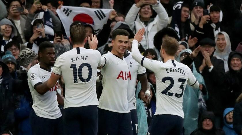Tottenham anunció reducción de sueldo a empleados, pero no a futbolistas.(AP)