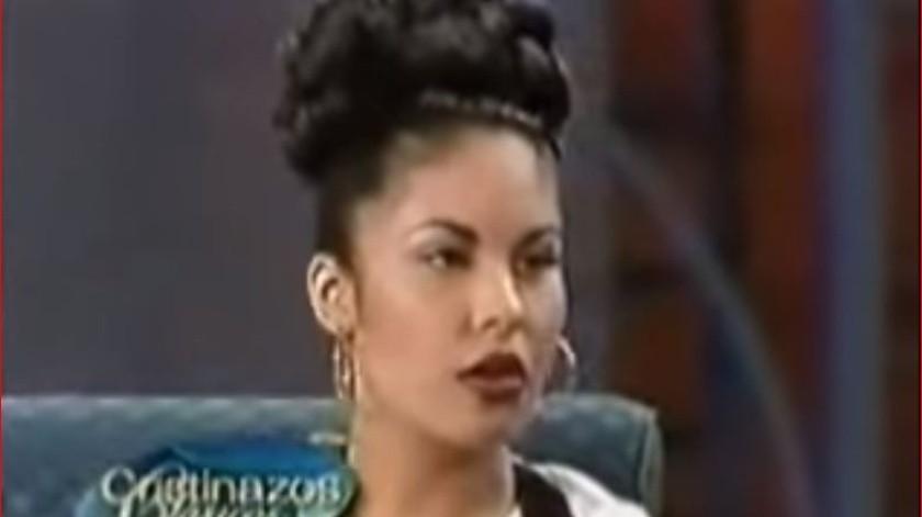 Selena Quintanilla ofreció una entrevista a Cristina Saralegui, donde la joven que en ese momento apenas tenía 23 años, dio muestra de su desenvoltura ante el público.