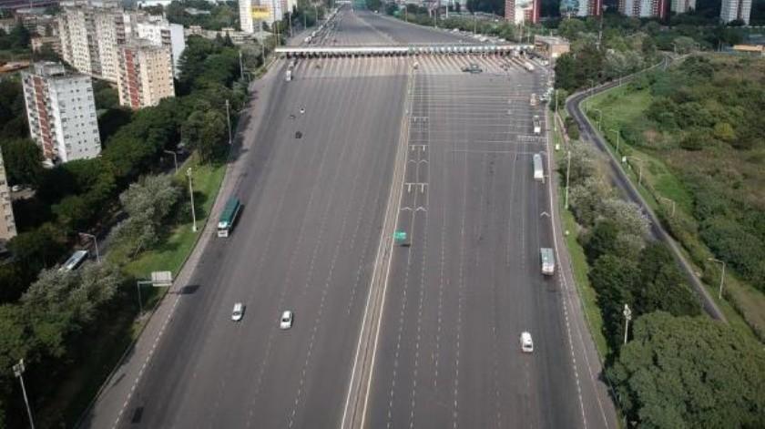 Vista aérea de lunes 30 de marzo, de una autopista de ingreso a Buenos Aires, Argentina(EFE)