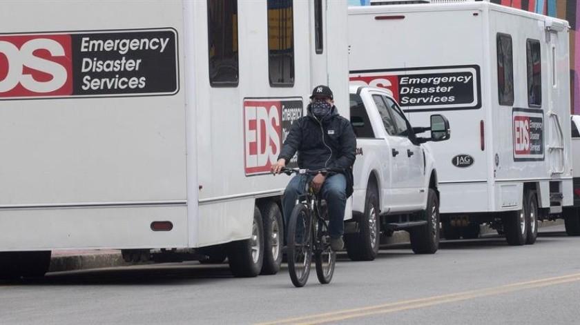Las autoridades sanitarias de Nueva York han instalado morgues improvisadas por las muertes por COVID-19.(EFE)