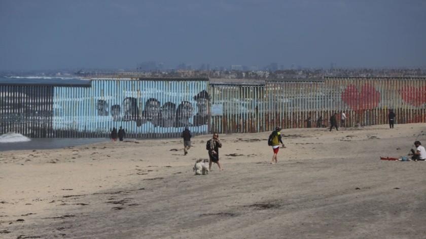Todavía hace algunos días, algunas personas acudían a Playas de Tijuana,