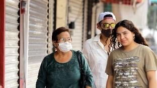 La legislación federal en México, establece penas de hasta tres años de prisión, a quien a sabiendas de que está enfermo infecta a otro.