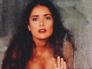 Salma Hayek impresionó con una foto en pronunciado escote en su cuenta de Instagram.