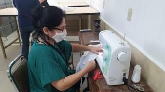 Elaboran equipo de protección y gel antibacterial en el IMSS