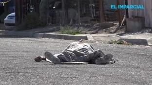 Dos hombres fueron asesinados y otro resultó gravemente lesionado esta tarde en la céntrica colonia Bellavista.