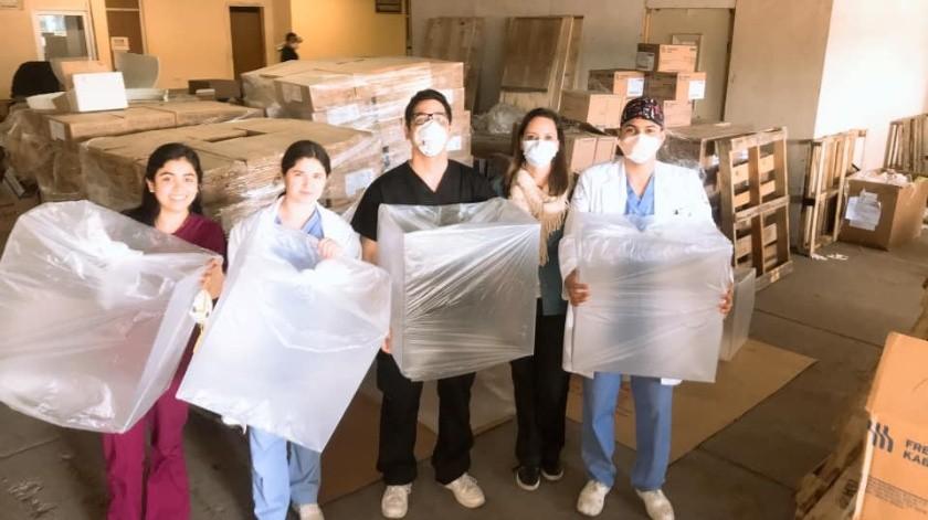 Empresarios donan 10 cajas de acrílico al HGT.(Alejandro Villa)
