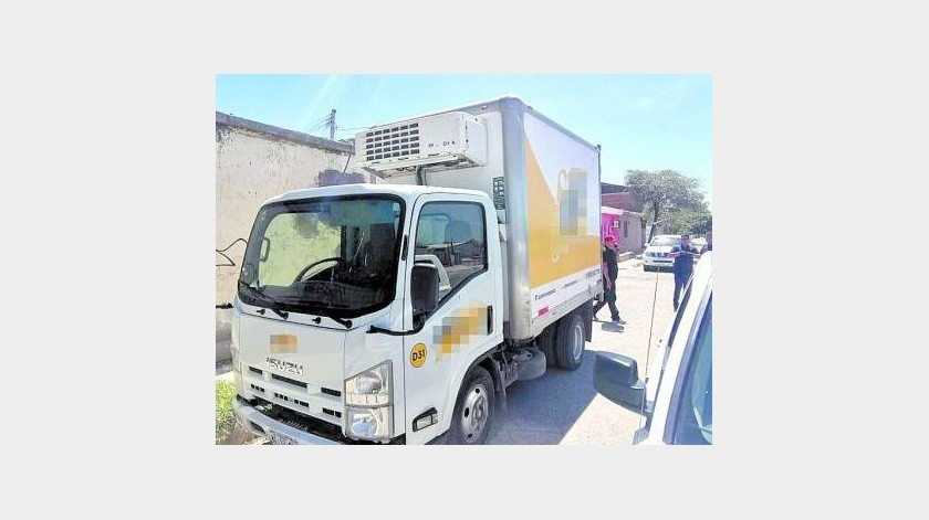 El camión de la empresa fue robado y las autoridades lo localizaron después de poco más de una hora, ya sin la mercancía.