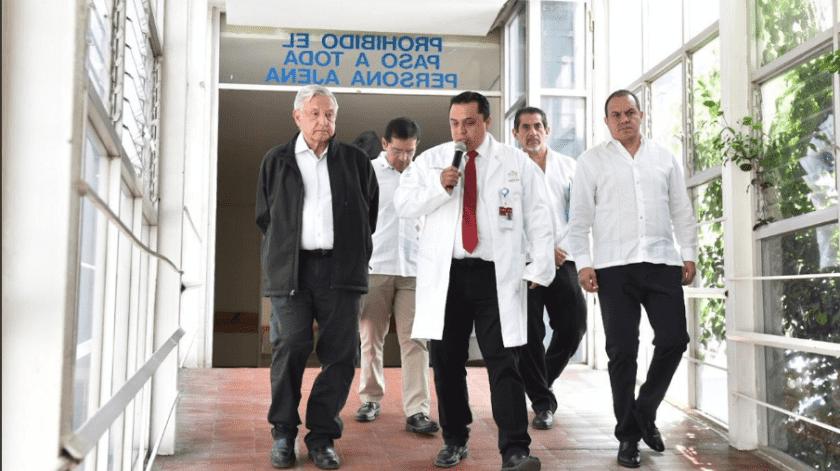 Andrés Manuel López Obrador viajó a Morelos, donde reiteró que hacen falta médicos especialistas en terapia intensiva para enfrentar la contingencia.(Twitter @cuauhtemocb10)