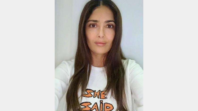 """A la actriz ya se le fue la """"onda"""" y lanzó el reto #yogainheels.(Instagram: salmahayek)"""