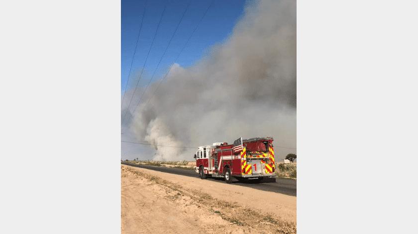 Incendio amenazas casas móviles en Imperial(Cortesía)