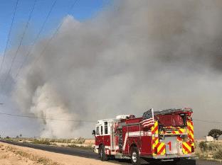 Incendio amenazas casas móviles en Imperial