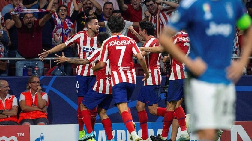 Héctor Herrera y compañeros del Atlético de Madrid son vigilados con GPS.(Archivo Digital)
