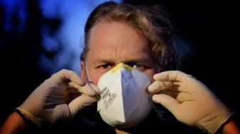 Limitar el contacto cercano con personas enfermas de las vías respiratorias, sospechosas o enfermas de COVID-19. También evitar las visitas a otros domicilios.