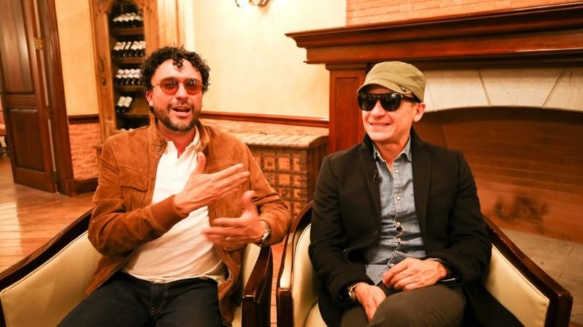 Los cantautores colombianos Fonseca  y Andrés Cepeda, durante una entrevista en Quito, Ecuador.(EFE)