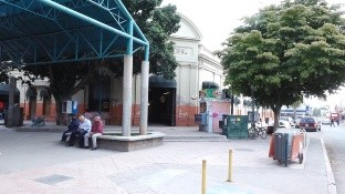 Este 6 de abril, locatarios del Mercado Municipal, principalmente los de giros esenciales, volvieron a las actividades, tras 20 días de paro.