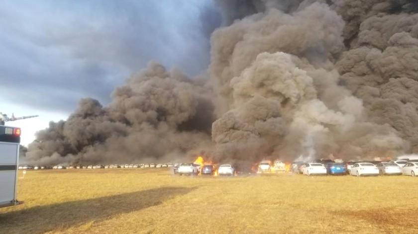 Más de 3 mil 500 autos de alquiler fueron dañados o destruidos en un incendio que ardió cerca de un aeropuerto de Florida antes de ser contenido el viernes por la noche.