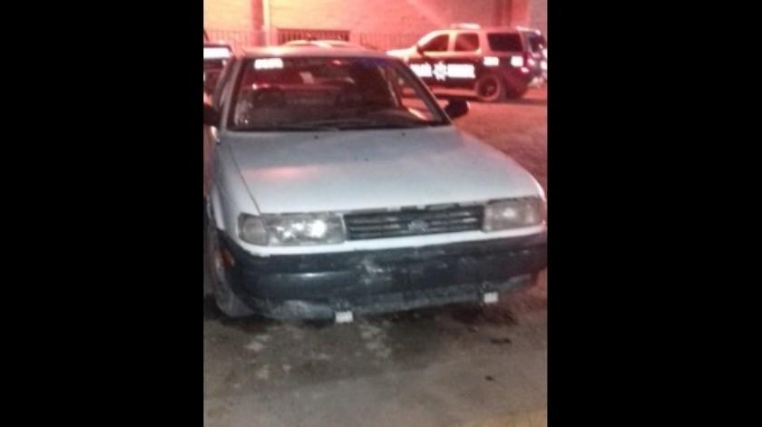 Pareja de jovencitos es arrestada con auto robado en SLRC