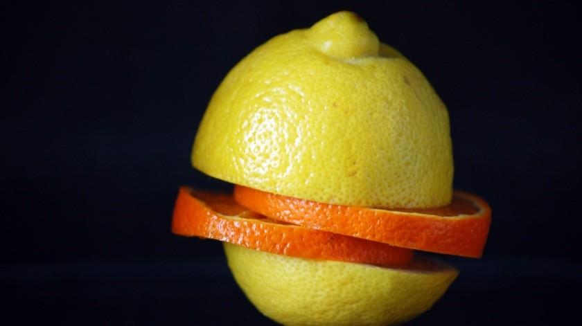 Te puede ser muy útil para quitarle el mal olor a los zapatos. Colocala cáscara de media naranja en cada zapato por las noches. Podría ayudar a absorber los malos olores.(Pixabay.)