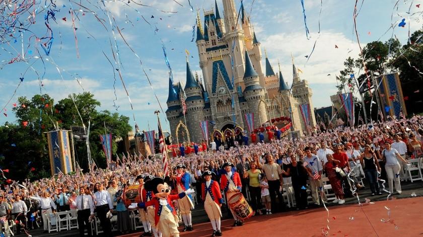Parques de Disney donan su comida y 200 mil piezas protectoras ante la COVID-19(EFE)