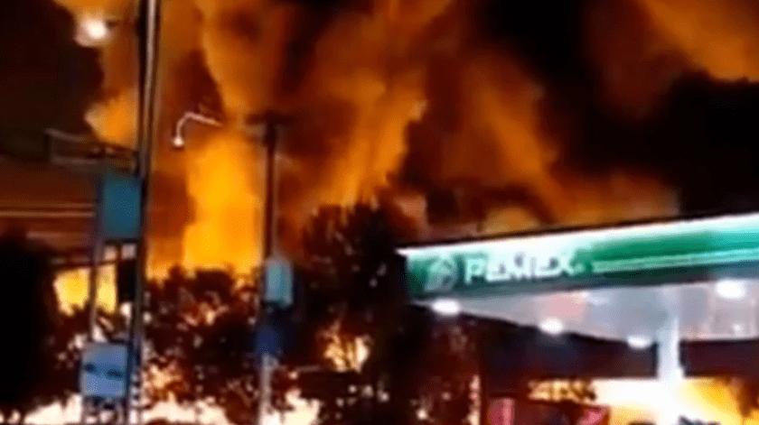 Mueren dos menores en incendio en Central de Abastos en CDMX