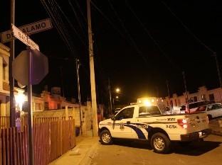 Vecinos de la privada La Encantada reportaron un automóvil abandonado desde el lunes.