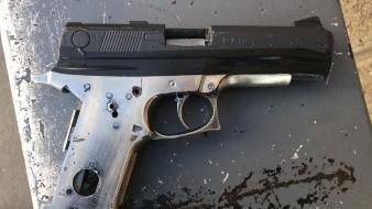 Hombre amenaza a ex pareja con arma falsa