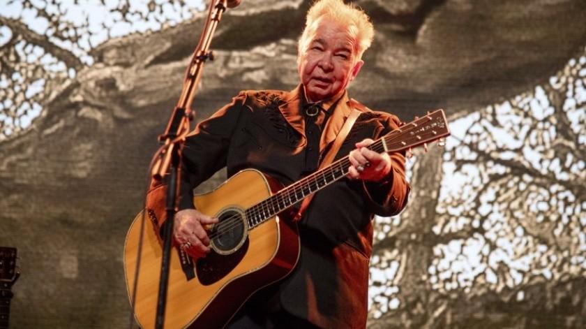 John Prine canta en el Festival de Música y Arte Bonnaroo en Manchester, Tennessee.(AP)