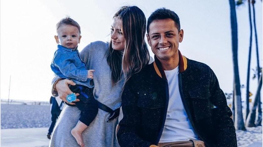 """""""Chicharito"""" Hernández ha fortalecido la unión familiar con su esposa e hijo gracias a la cuarentena(Instagram @ch14_)"""