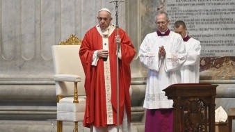 Misa de Jueves Santo: Papa Francisco honra a los 'santos' que luchan contra el coronavirus