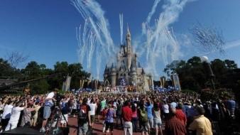 Unos 43.000 empleados de Disney World son suspendidos sin sueldo en Orlando