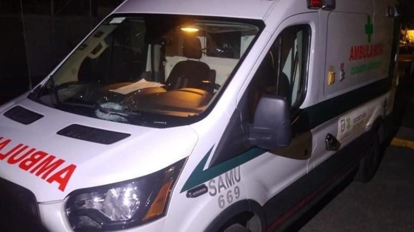 Por la madrugada, una ambulancia de la Secretaría de Salud fue atacada por vecinos de Iztapalapa cuando trasladaba a un paciente con síntomas de Covid-19.(Agencia Reforma)