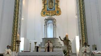 La misa se ofreció sin la presencia de creyentes en la iglesia.